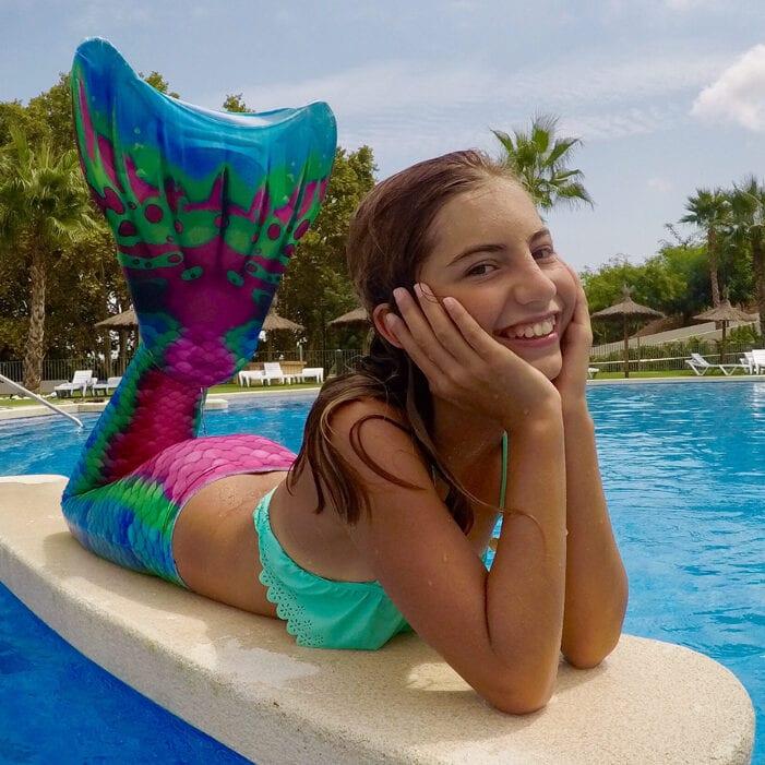 Prachtige zeemeerminnenstaart in de kleuren blauw, groen en rose. Deze zeemeerminnenstaart doet je denken aan warme stranden en palmbomen.