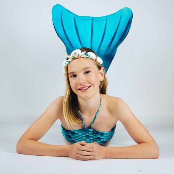 Prachtige turquoise zeemeerminnenstaart. Deze zeemeerminnenstaart wordt geleverd met een monovin. Een monovin heb je nodig om te kunnen zwemmen als een echte zeemeermin. Maak je zeemeermin look compleet met een bijhorende bikini.