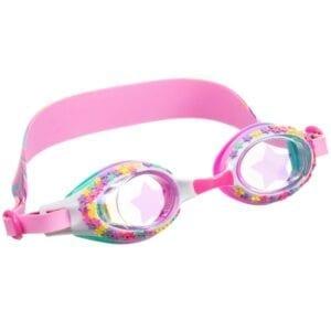 Schitter met deze zwembril vol glinsterende sterren. De lens heeft een sterrenprint en is afgewerkt met een kleurrijke riem met vallende sterren.