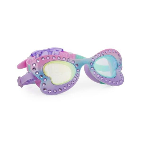 zwembril met vlinder montuur. Afgewerkt met strass steentjes. Heeft de kleuren roos en paars.