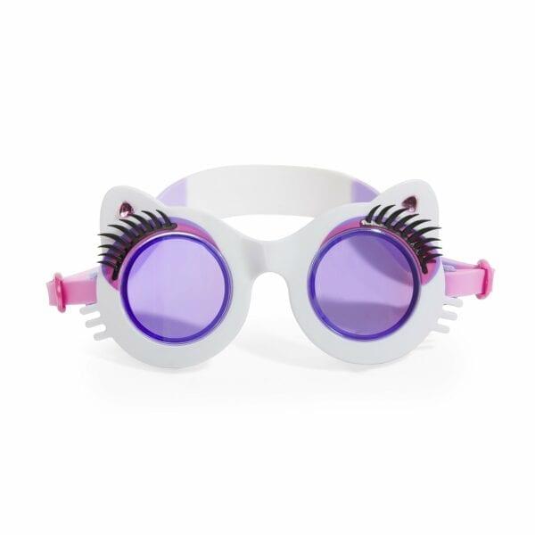 Voorkant van kat-vormige zwembril. Deze heeft een witte kleur en is afgewerkt met lange wimpers en strass steentjes.