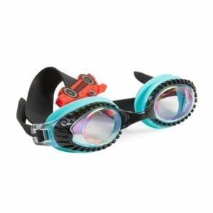 Deze bling2o zwembril heeft een siliconen riem met een racewagen. Een frame met banden en een lens met een vlammen print.