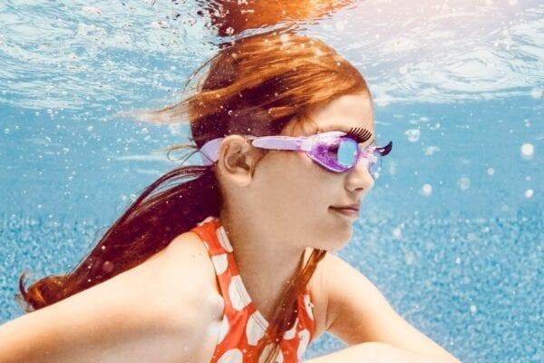 Roze duikbril met glitters en weelderige wimpers
